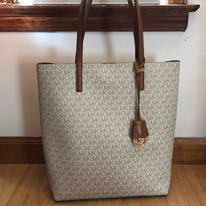 LOWEST Micheal Kors Hayley Jet Set Tote in Vanilla